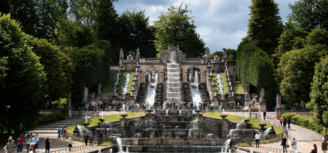 CONCERT AND GAMES OF WATER IN THE DOMAIN OF SAINT CLOUD